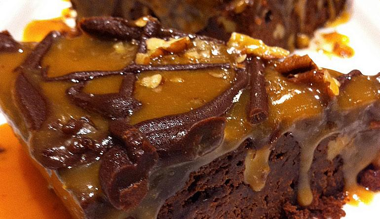 Jack Daniels Brownie with Caramel Sauce